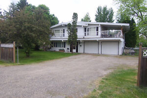 6 Bed, 2 Bath home on fully fenced, treed 1/2 Acre in Red Bluff