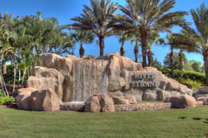 Beautiful Top Floor 2 Bedroom Condo in Gated Golf Community