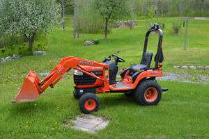 Kubota BX2230 tractor with loader