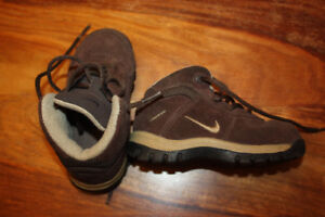 Botte Nike gr 7 enfant (25$)