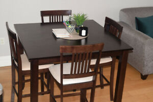 Like New Elegant Mahogany 5 Piece Dining Set