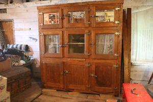 Armoire antique 9 portes à vendre