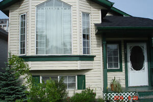 5 bedrooms Bi-Level house for rent -- available NOW