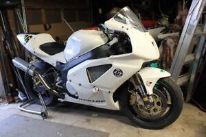 Honda RC51 Race Bike