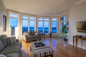 Amazing Penthouse Suite with stunning water views!!