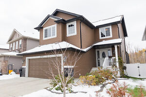 LIVE IN LUXURY. GORGEOUS FURNISHED HOME IN SHERWOOD PARK HOT TUB