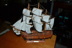 HMS ENDEAVOUR Wooden Model Ship in mint condition as pictured