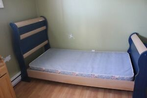 Sleigh bed with box spring
