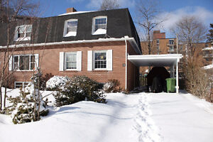 4 Bdr Semi Detached Home in Bedford (Pet Friendly) - Free Month!