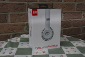 (NEW) Beats by Dr. Dre Solo 3 Wireless Headphones - Matte Silver