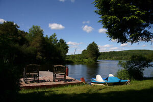 CHALET A LOUER **30 AOUT - 2 SEPT 2-6 PERS. $400** SPA PISCINE