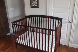 4 in 1 Two Level Crib/Toddler Day Bed/Twin Bed