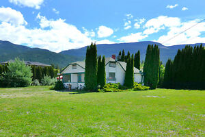 Compound in The Heart of Sicamous - 2 Blocks from Boat Launch! Revelstoke British Columbia image 2