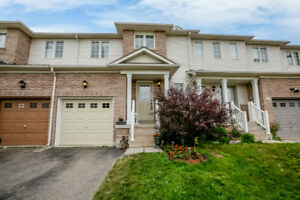 **LISTED**///BRIGHT OPEN CONCEPT TOWNHOME IN ANGUS