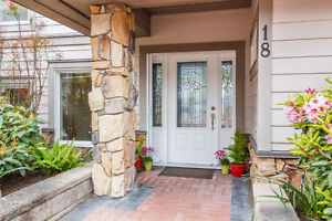 Broadmead Townhome with Exquisite Details {3 Bedrooms/3 Bathroom