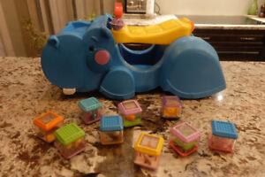 Hippopotame Fisher Price Peek-a-Blocks et 70 cubes