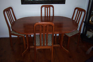 Double Pedestal Dining Table with 4 chairs / delivery