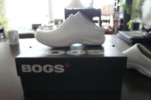Womens size 10 white bogs (NEW!)