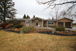 Stunning bungalow! Country charm in the City. 3272 Creekford Rd