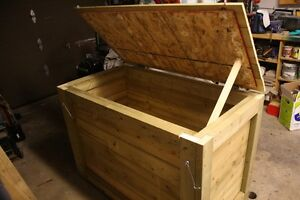 Wood garbage bin