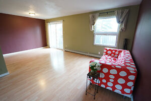 ALBERT ST 3 BEDS CONDO TOWNHOUSE OPEN HOUSE 2-4PM SAT! (SEP 3)