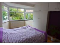 3 bedroom house in Seelig Avenue , West Hendon, NW9