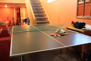 Ping pong table, foldable for easy storage, Excellent condition