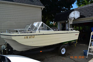 15ft Steury Tri Hull Bowrider w 85 HP Evinrude Motor