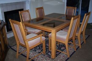 Beautful SOLID Oak Dining Table  and 6 Beige Upholstered Chairs