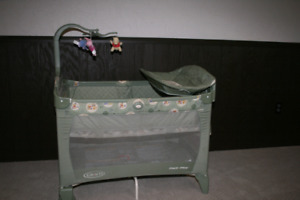 Playpen - Graco Pack and Play