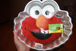 Wilton Elmo cake pan Moose Jaw Regina Area image 1