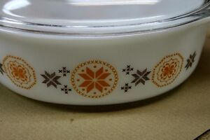 """Pyrex ""Town & Country"" Oval Casserole & Lid 1963 1 1/2qts. Kingston Kingston Area image 3"