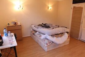 A STAY IN MILE END! FUN FLATMATES! STUDENTS! PROFESSIONALS! ALL WELCOME!