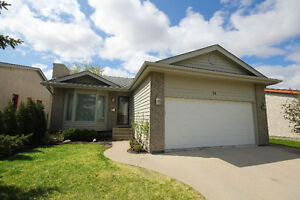WHYTE RIDGE BUNGALOW STEPS FROM SCHOOL!