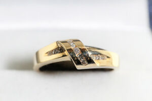 NEW SOLID 10K. ITALIAN GOLD & NATURAL DIAMOND RING FOR SALE.