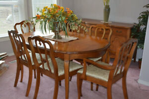 Queen Anne Style Dining Suite