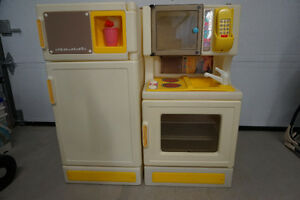 Little Tikes Fridge and Stove 95.00 Each West Island Greater Montréal image 2
