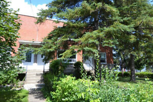 5 1/2 Upper Duplex - Old Greenfield Park (Longueuil) - July