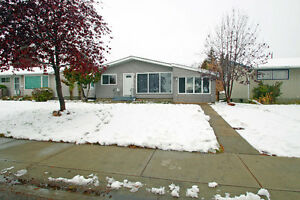 OPEN HOUSE - NEWLY RENOVATED 4-BDRM/2BATH HOME IN WELLINGTON!