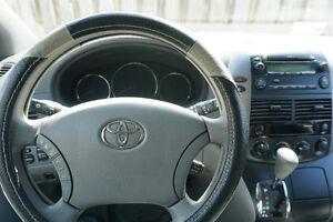 2010 Toyota Sienna LE Minivan, Van, SUPER PRICE  MUST GO NOW! West Island Greater Montréal image 1