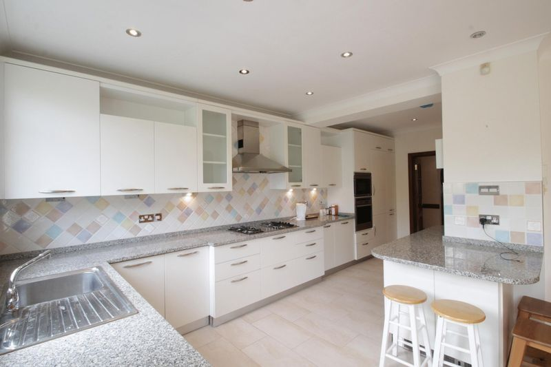 4 bedroom house in Nether Street, West Finchley, N12