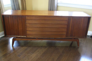 Stylish, Vintage/Retro Mid Century Credenza/Entertainment Unit!
