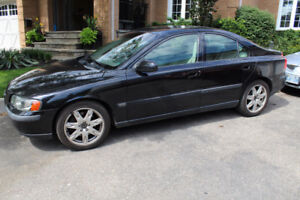 2003 Volvo S60 low kms, leather & sunroof