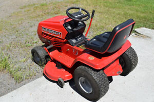 Riding Lawnmower excellent conditoin