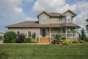 2-STOREY EXECUTIVE COUNTRY ESTATE IN GRIMSBY...