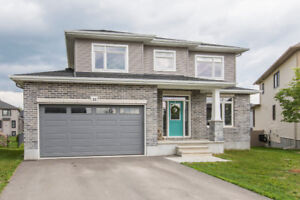 Carleton Place, Newer and Gorgeous 4 bed/3bath Open Concept