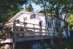WATERFRONT COTTAGE - LAKE CHARLOTTE - BOAT INCLUDED