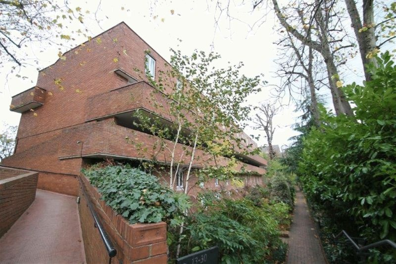 2 bedroom flat in Highgate Spinney, Crouch End, N88