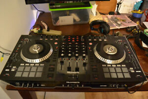 Numark NS7 II controller, the perfect gift for any aspiring DJ