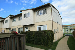 Beautiful 3 Bedroom 1.5 Bathroom in Forest Lawn